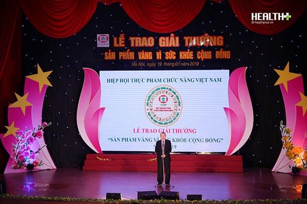PGS.TS Trần Đáng - Chủ tịch Hiệp hội Thực phẩm chức năng Việt Nam phát biểu khai mạc lễ trao giải