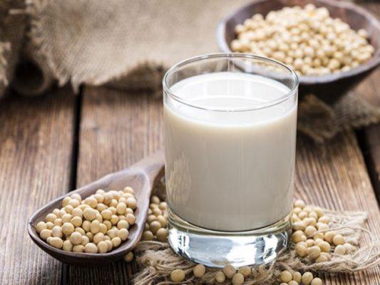 Mỗi ngày 2 ly sữa đậu nành dạng bột sẽ giúp bạn tươi khỏe và xinh đẹp