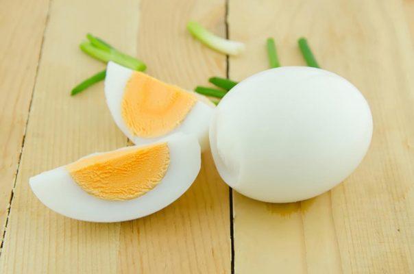 ăn trứng gà luộc có tăng vòng 1 không, ăn trứng gà luộc tăng vòng 1, tăng vòng 1 bằng trứng gà luộc, tăng vòng 1 với trứng gà luộc