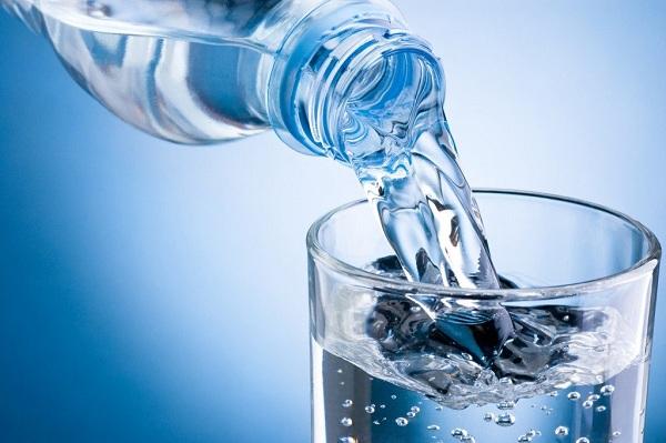 Nước cung cấp độ ẩm cho da