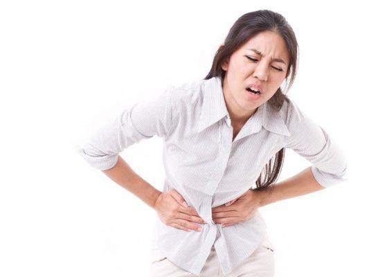 Đau bụng dưới là một trong những dấu hiệu của u xơ tử cung bạn không nên chủ quan