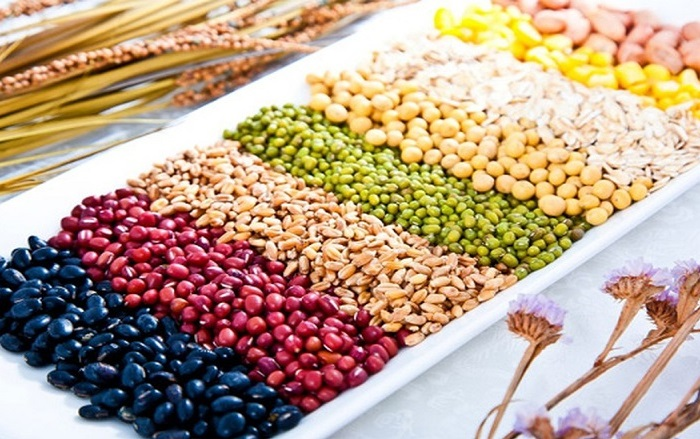 Chuẩn bị đầy đủ 5 loại hạt để làm ngũ cốc tăng vòng 1