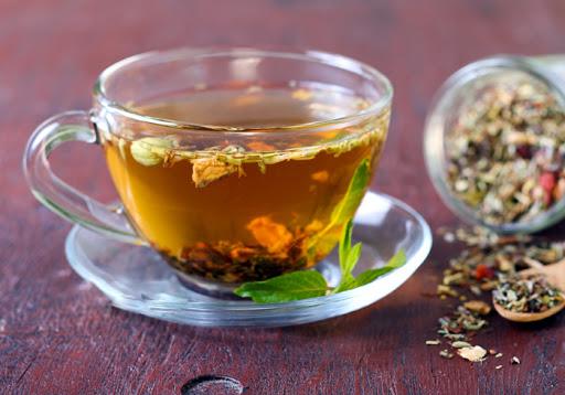 Uống trà thảo mộc giúp giảm triệu chứng đầy bụng, khó tiêu khá tốt