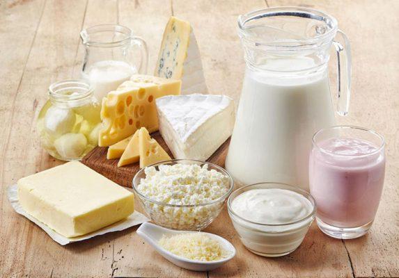 Bạn cũng nên tránh xa sữa và các chế phẩm từ sữa