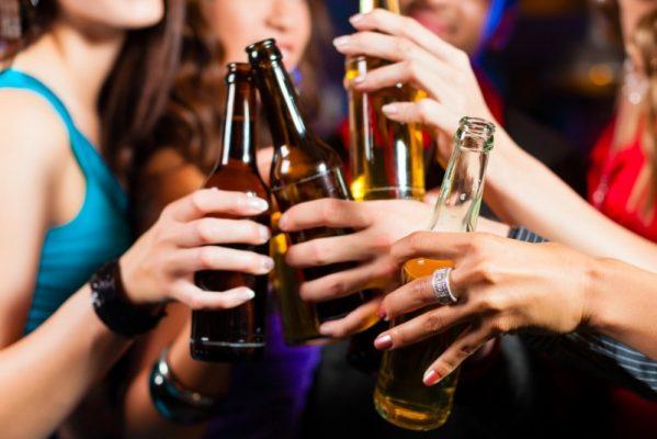 Phụ nữ uống nhiều rượu bia có nguy cơ mắc u xơ tử cung cao