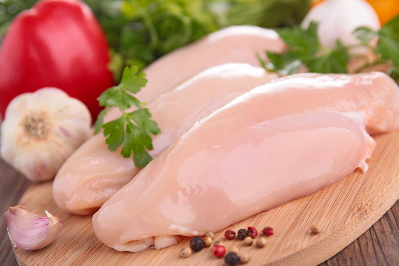 Thịt trắng tốt cho người mắc bệnh u xơ tử cung hơn so với thịt đỏ